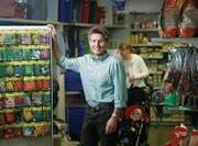 Hans Bellmont, Vorsitzender der Geschäftsleitung der Landi Zugerland, hier im Laden in Zug. (Bild: Stefan Kaiser (Zug, 23. März 2017))