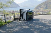Der umgekippte Smart nach dem Unfall. (Bild: Kantonspolizei Nidwalden)