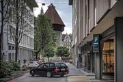 Die Ausfahrt des Parkhauses Flora in die Luzerner Seidenhofstrasse. Hier soll dereinst Gegenverkehr herrschen. (Bild Pius Amrein)