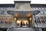 Der Eingang der Zentral- und Hochschulbibliothek in Luzern. (Bild: Eveline Beerkicher / Neue LZ)