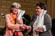 Die beiden Preisträgerinnen Heidi Zihlmann (links) und Heid Reber erhalten je 15'000 Franken. (Bild: PD/ Matthias Käser)