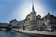 Das zwischen 1507 und 1510 erbaute Zurgilgenhaus am Schwanenplatz gehört zu den ältesten Steinhäusern der Stadt Luzern. (Archivbild Boris Bürgisser)