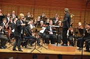 Elena Kholodova und André de Ridder dirigieren Publikum und Orchester. (Bild: Benno Bühlmann (Luzern, 14. März 2018))