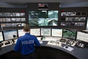 Einsatzzentrale der Kantonspolizei Nidwalden. (Bild: Manuela Jans / Neue LZ)