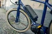 Die 55-Jährige kollidierte mit ihrem E-Bike mit einem Auto. (Symbolbild LZ)