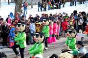 Die örtliche Volleyballgruppe tanzte den ganzen Umzug durch. Zu den Klängen des Welthits «Gangnam Style». (Bild: Sasa Rasic / Neue LZ)