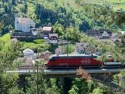 Die SBB erhält auf der Gotthard-Bergstrecke Konkurrenz: Auch die SOB will die Strecke künftig betreiben. (Archivbild) (Bild: KEYSTONE/URS FLUEELER)