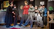 Die Darsteller des Theaterensembles Comedyexpress am letzten Freitag auf der Bühne der Gewürzmühle in Zug. (Bild: Patrick Hürlimann (Zug, 16. März 2018))