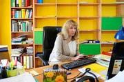 Die Ombudsfrau Krankenversicherungen, Morena Hostettler Socha, in ihrem Büro an der Morgartenstrasse in Luzern. (Bild: Nadia Schärli / Neue LZ)