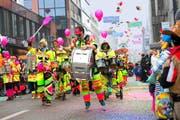 Die Stadt Zug stand am Donnerstagnachmittag ganz im Zeichen der Fasnacht. (Bild: Maria Schmid)