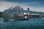 Das 1902 erbaute Dampfschiff «Unterwalden» - im Hintergrund der Pilatus. (Bild: Pius Amrein / Neue LZ)