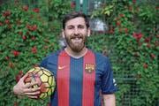 Er wird nie für den FC Barcelona spielen: Messi-Doppelgänger Reza Paratesh aus Iran. (Bild: Keystone/Ebrahim Noroozi (Teheran/8. Mai 2017))