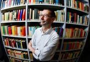 Heinz Morf, Leiter der Stadt- und Kantonsbibliothek Zug. (Bild Stefan Kaiser/Neue ZZ)
