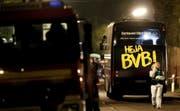 Der Mannschaftsbus von Borussia Dortmund nach dem Bombenanschlag. (Bild: Friedemann Vogel/EPA (Dortmund, 11. April 2017))