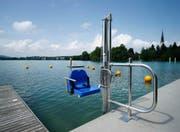 Ein Segen für Menschen mit Behinderung: der neue Badelift in der Badi Hirsgarten in Cham. (Bild Stefan Kaiser)