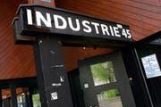 Im Zuger Jugendzentrum Industrie 45 treten Bands auf, die Fans aus der rechtsradikalen Szene haben. (Bild Werner Schelbert/Neue ZZ)