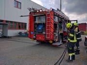 Die Stützpunkt-Feuerwehr Küssnacht bei der Arbeit. (Bild: Geri Holdener (Küssnacht, 12. Juni 2017))