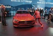Vergangenheit und Zukunft unter einem guten Stern: Mercedes-Benz hat das automobile Zeitalter 1886 eingeläutet und ist bei der Gestaltung der Zukunft vorne dabei. Hier zu sehen das in Genf präsentierte AMG GT Concept-Modell.