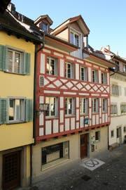 Untersucht wurde das Haus Unteraltstadt 26 (Mitte). (Bild: pd / Kanton Zug)