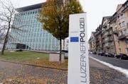 Das Logo der Luzerner Polizei vor dem Hauptgebäude der Luzerner Polizei. (Symbolbild) (Bild: Keystone)