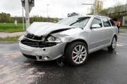 Übel zugerichet: Das andere Unfallauto. (Bild: Luzerner Polizei)