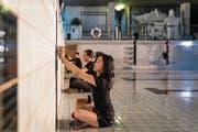 Brachten das Neubad in Luzern zum Klingen: Studenten in der «Musik für Hallenbad». (Bild: Philipp Schmidli (23. Juni 2017))