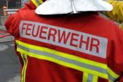 Die Stützpunktfeuerwehr Pfäffikon stand mit 20 Feuerwehrleuten im Einsatz. (Symbolbild) (Bild: Archiv LZ)
