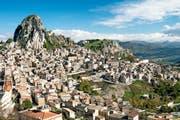 Viele Secondos besitzen ein Haus in ihrer Heimat. Blick auf Caltabellotta auf Sizilien.Bild: Alberto Nardi/Getty