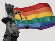 Den noch lebenden Opfern der Schwulendiskriminierung in Deutschland soll späte Gerechtigkeit widerfahren. (Bild: Arne Dedert/Keystone)