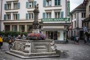 Einer von 134 Brunnen in der Stadt Luzern, der saniert wird: der Krienbrügglibrunnen beim Philipp-Anton-von-Segesser-Platz. (Bild Boris Bürgisser)