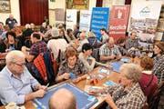 Friedliches Jassen an der 10. Vorausscheidung im Restaurant Ochsen in Luzern-Littau. (Bild: Claudia Surek)