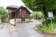 Das denkmalgeschützte Salzmagazin wird Bestandteil der neuen Siedlung an der Eichwaldstrasse. (Bild: Roger Grütter)