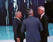 Gab es geheime Absprachen? Wolfgang Porsche (links), VW-CEO Matthias Müller (Mitte) und Rupert Stadler, CEO von Audi. (Bild: Marlene Awaad/Getty (Paris, 29. September 2016))