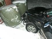 Das stark beschädigte Unfallauto. (Bild Luzerner Polizei)