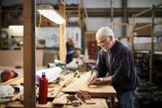 Für Mitarbeiter wie Unternehmen kann es attraktiv sein, die Zusammenarbeit auch jenseits der Pensionsgrenze weiterzuführen. (Bild: Getty Images)