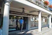 Die Sparkasse Schwyz am Schwyzer Hauptplatz. (Bild: Erhard Gick / Neue SZ)