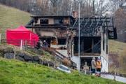 Das Zweifamilienhaus in Schachen ist bis auf die Grundmauern niedergebrannt. (Bild: Philipp Schmidli (Schachen, 11. Februar 2018))