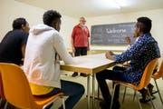 Asylbewerber (auf dem Bild in der Asylunterkunft Meggen) stehen im Zentrum der kantonalen Abstimmung in Luzern. (Symbolbild Philipp Schmidli)