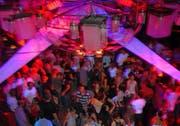 Szenebild einer Party im «Froschkönig». (Bild Patrik Pauli/Neue LZ)