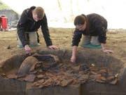 Auf den wertvollsten Fund stiessen die Archäologen in Gränichen AG erst ganz zum Schluss. Es handelte sich um eine Grube mit vielen zerbrochenen und verbrannten Gefässen. (Bild: Handout Kantonsarchäologie Aargau)