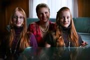 Angela Stadelmann mit ihren Töchtern Milena (links) und Angela. (Bild Nadia Schärli/Neue LZ)