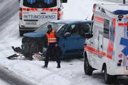 Bei der Schleuderfahrt wurde der Fiat massiv beschädigt. (Bild: Geri Holdener / Bote der Urschweiz)