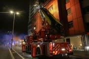 Die Autodrehleiter der FFZ kam ebenfalls zum Einsatz. (Bild: Freiwillige Feuerwehr Zug)