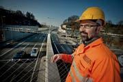 Cityring-Projektleiter Franz Koch auf dem verlängerten Tunnelportal des Reussporttunnels.