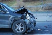 Drei Personen wurden beim Unfall leicht bis mittelschwer verletzt. (Bild: Kantonspolizei Obwalden)