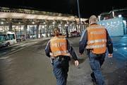 Mit dem revidierten Polizeigesetz erhalten Polizisten neue Instrumente zur Gewaltprävention. (Symbolbild: Pius Amrein (21. Februar 2014))