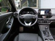 Die Anordnung der Instrumente ist aus Sicht des Fahrers durchdacht.