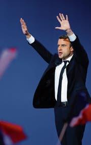 Ein siegessicherer Emmanuel Macron tritt nach Bekanntgabe des Resultats vor seine Anhänger: «Wir werden gewinnen!» (Bild: Gwendoli Le Goff/ EQ (Paris, 23. April 2017))