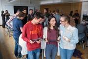 Sie haben bereits bei einem Projekt mitgemacht: Federico Bärtsch, Marcela Camenzind (Mitte) und Flurina Fischer. (Bild Maria Schmid)