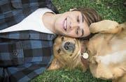 K. J. Apa als jugendlicher Hundefreund und Bailey. (Bild: Constantin Film)
